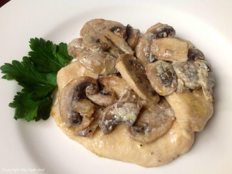 Fileto pule me pana dhe kërpudha
