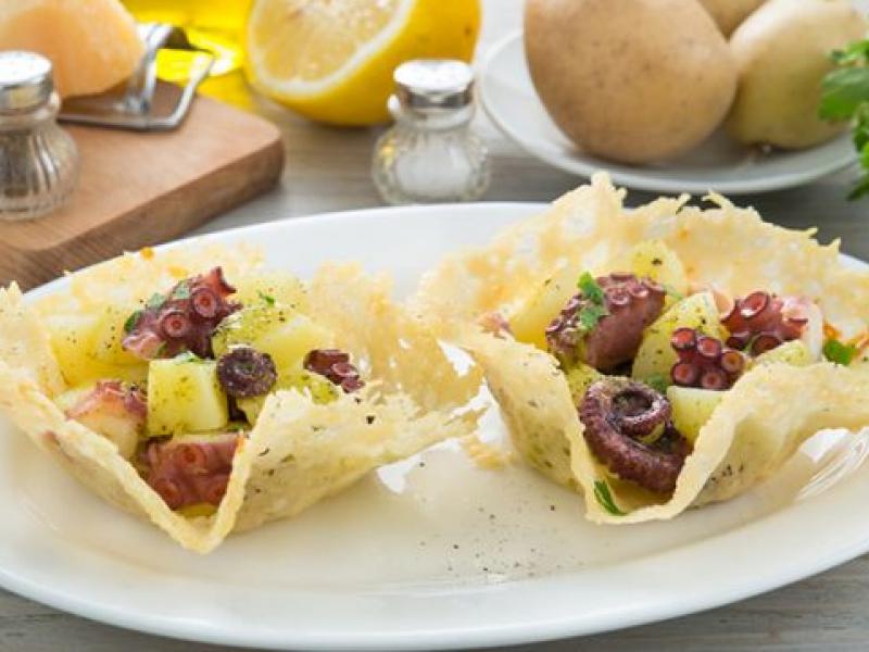 Sallatë me oktapod dhe patate